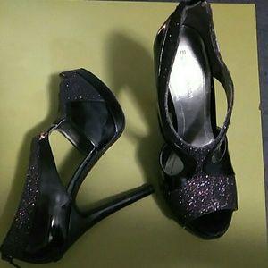 BCBG ENERATION 5inch high heel shoes sz 7.5